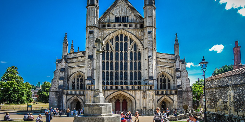 Winchester Cathedral, easy to reach from Southampton Airport